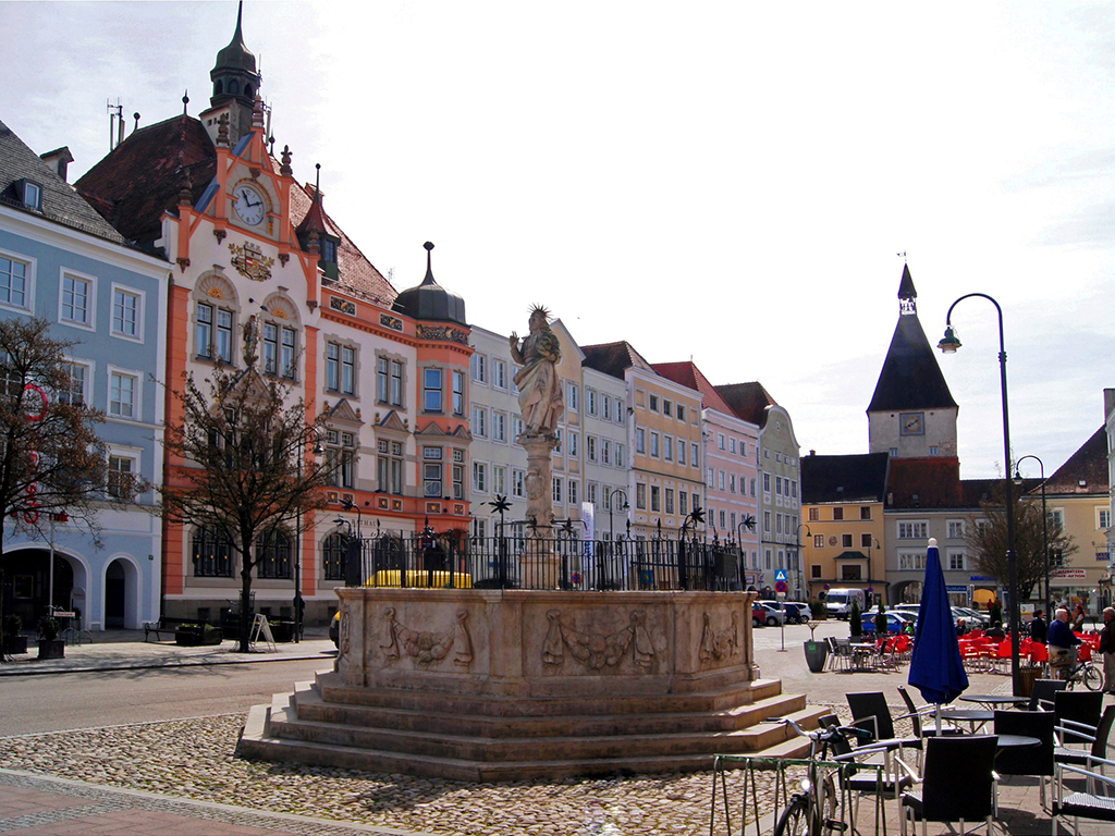 Stadtplatz_Braunau_Stadtamt.jpg