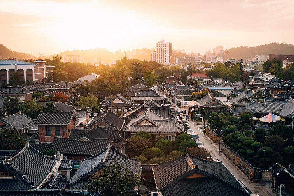 Jeonju_Korea_-_Photo_by_rawkkim_on_Unsplash.jpg