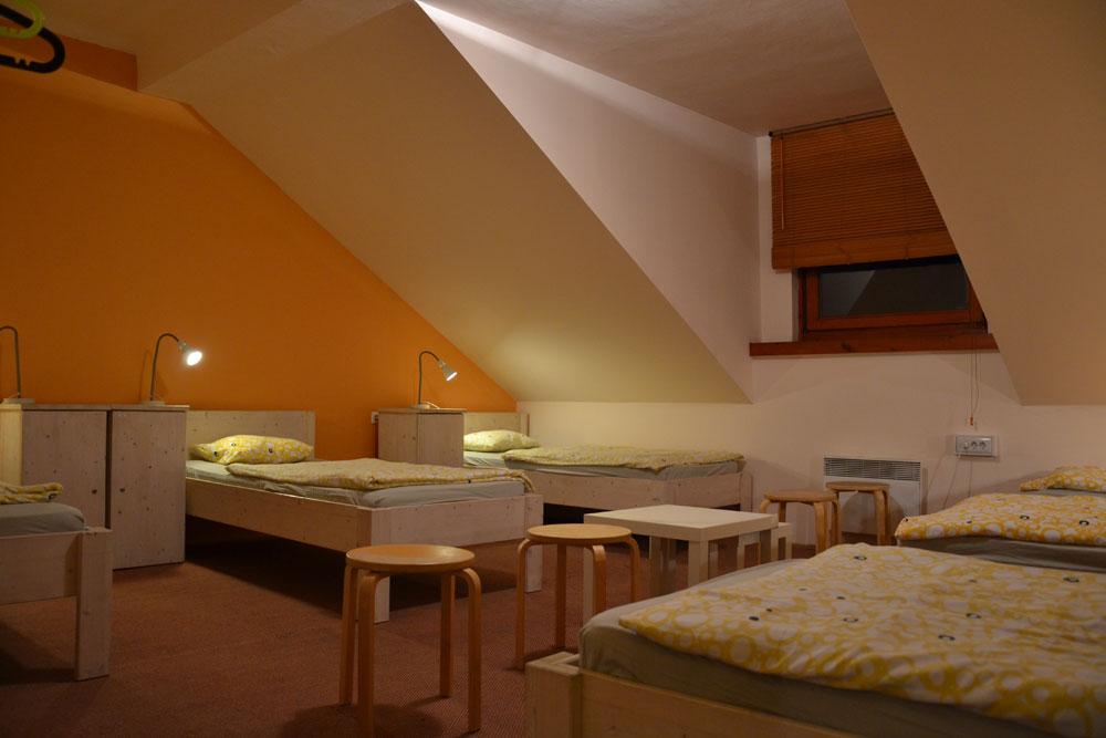 83_Youth_Hostel_Vila_Veselova_18_.jpg