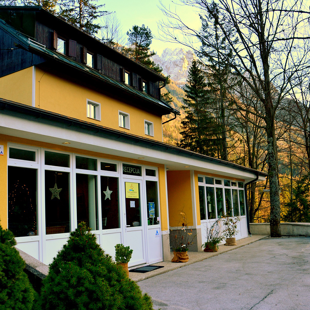 Youth_Hostel_Barovc_-_Kranjska_Gora_1.JPG