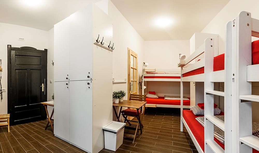 Hostel_Turn_1003.jpg