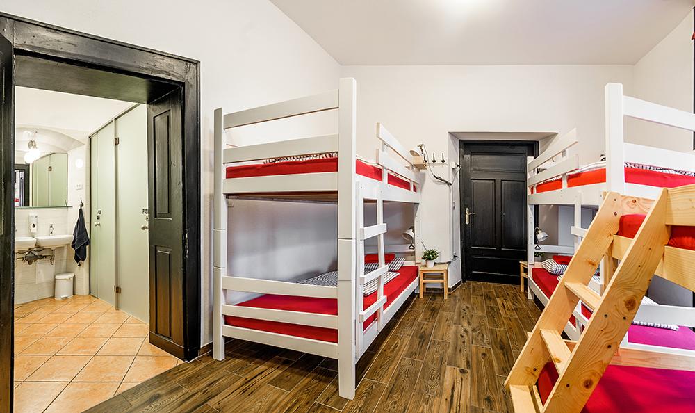 Hostel_Turn_1014.jpg