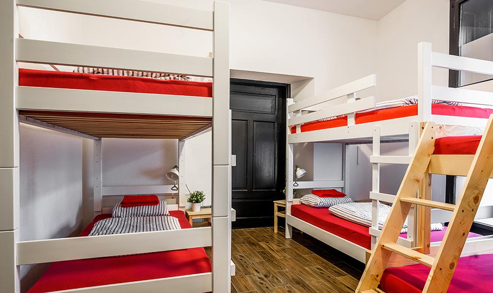 Hostel_Turn_1016.jpg