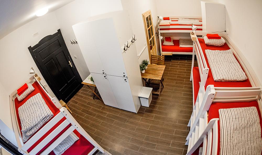 Hostel_Turn_1019.jpg