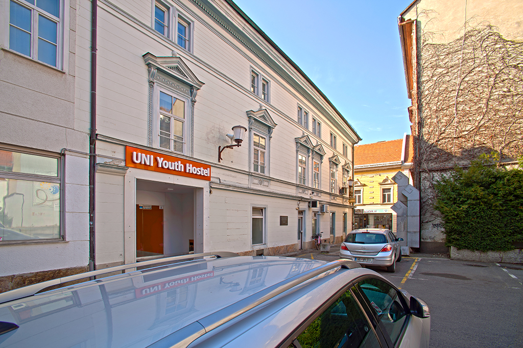 Hostel_UNI_-_Maribor_1.jpg