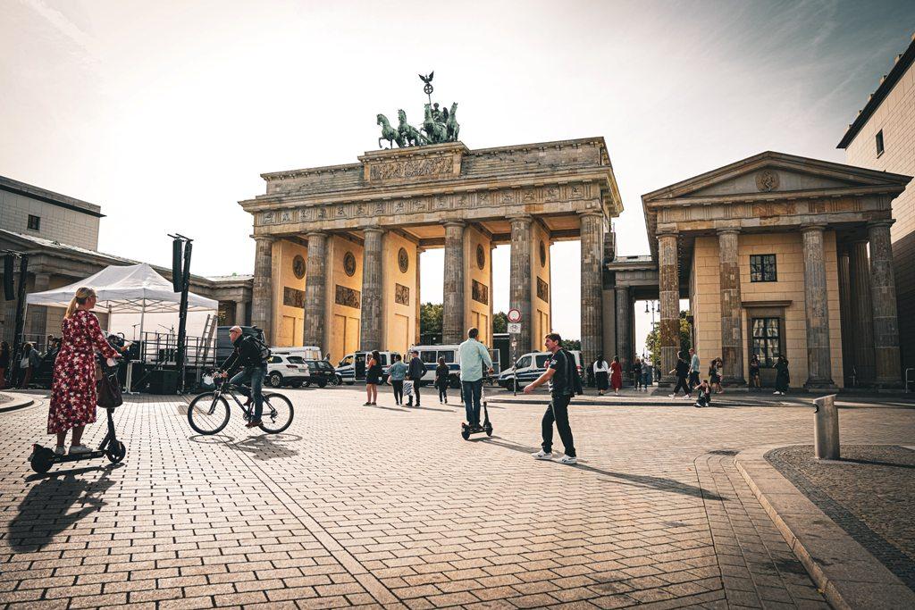 Potovanje_v_Berlin_-_Travel_to_Berlin_-_Photo_by_Raja_Sen_on_Unsplash.jpg