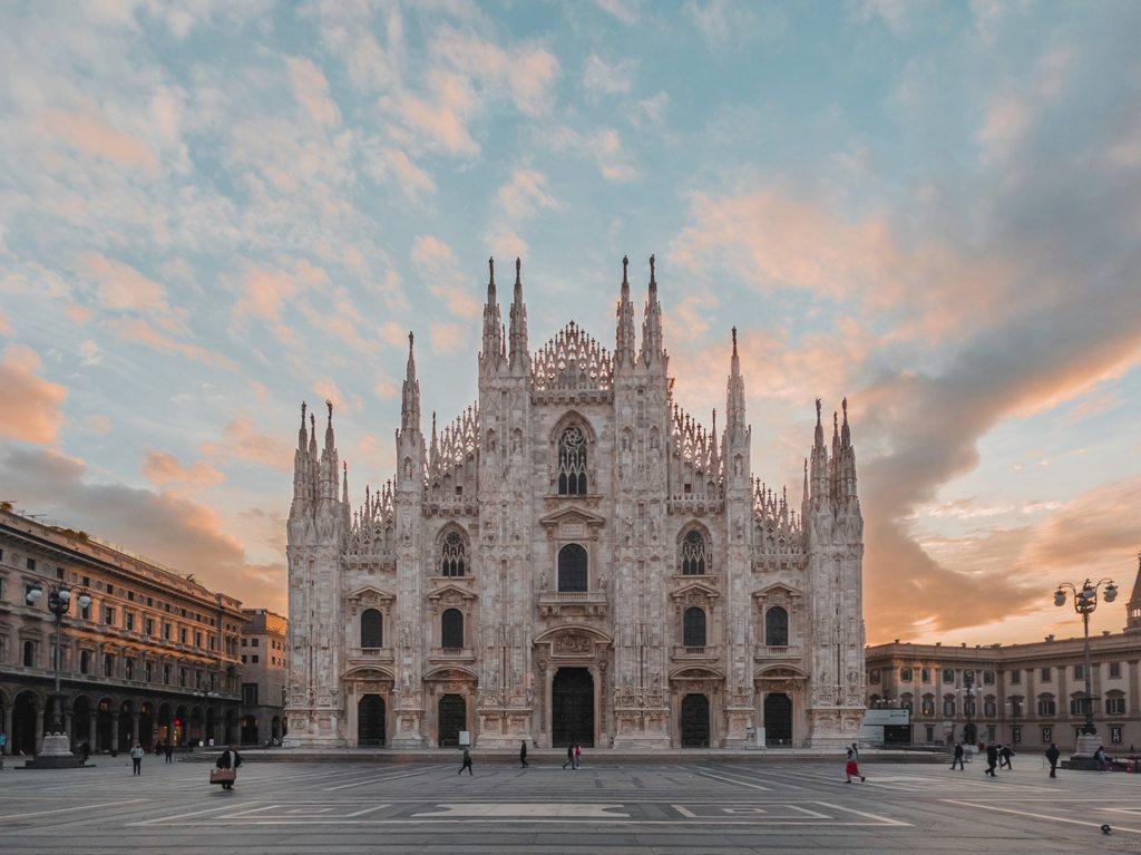 Potovanje_v_Milano_-_Travel_to_Milan_-_Photo_by_Ouael_Ben_Salah_on_Unsplash.jpg